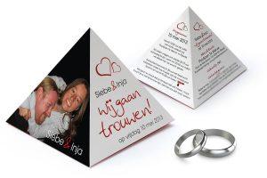 Bijzondere piramide trouwkaart